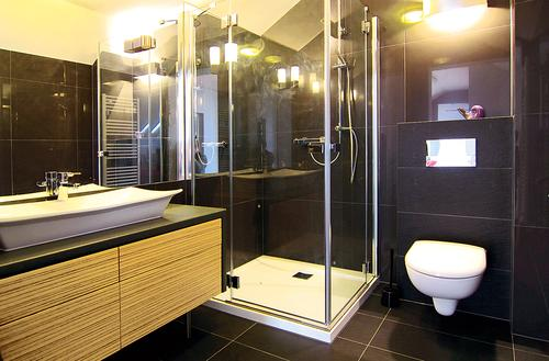 Urządzamy małą łazienkę